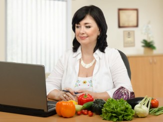 Dietary expert working online